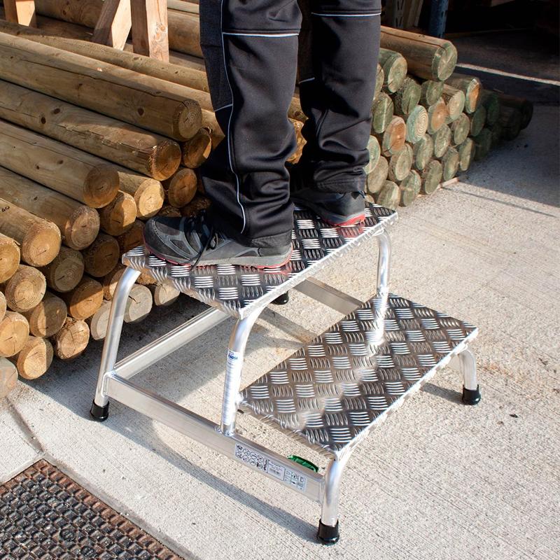 Platforma cu podest, 2 trepte, inaltime de lucru 2.40m