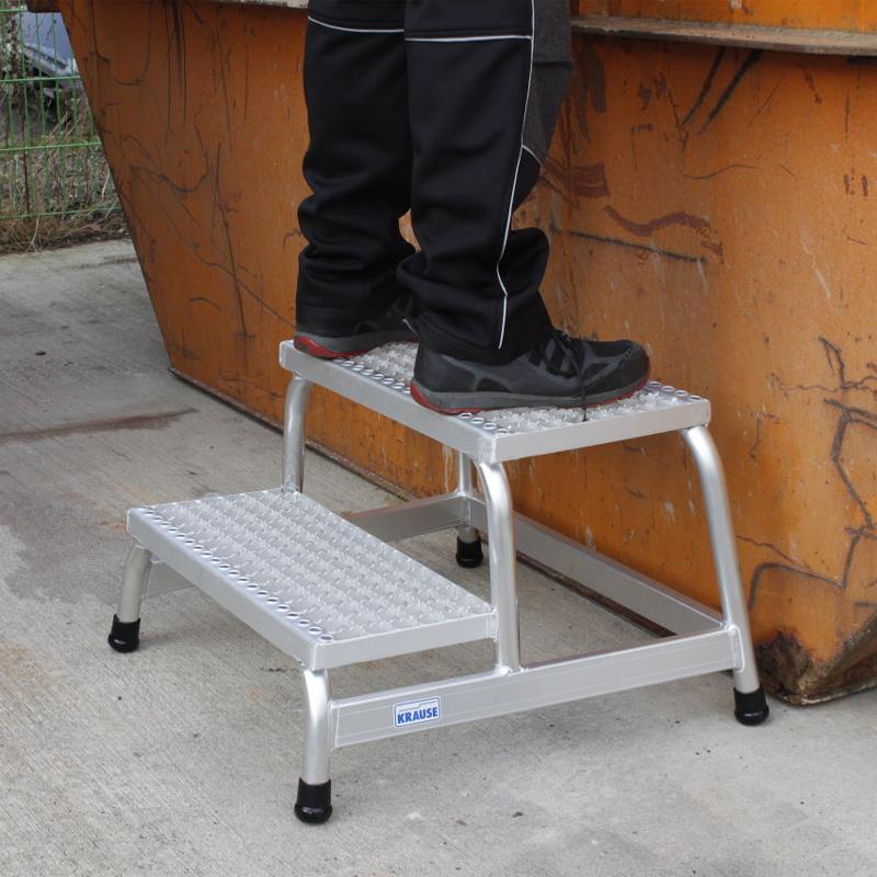 Platforma cu podest tip gratar, 2 trepte, inaltime de lucru 2.40m